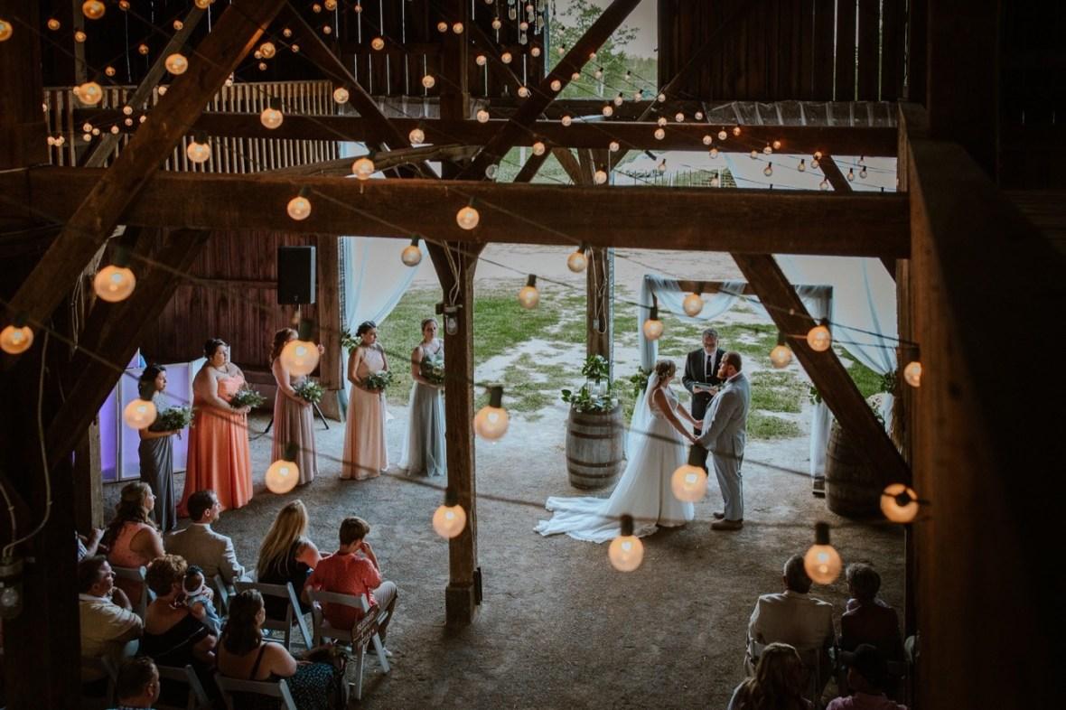 33_C061ab_Barn_Indoor_Shelbyville_Kentucky_Summer_Wedding