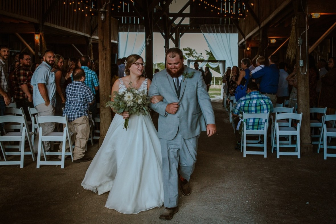 37_C066ab_Barn_Indoor_Shelbyville_Kentucky_Summer_Wedding