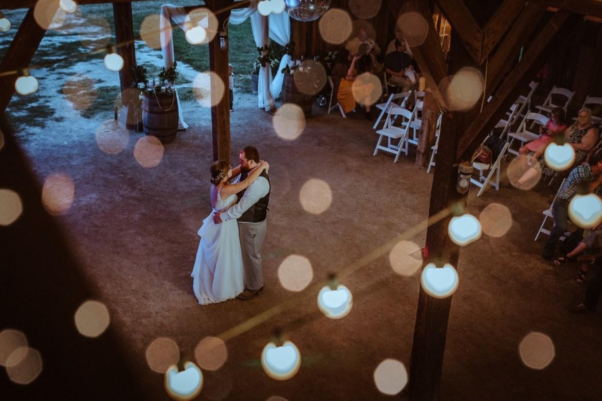68_r106ab_Barn_Indoor_Shelbyville_Kentucky_Summer_Wedding