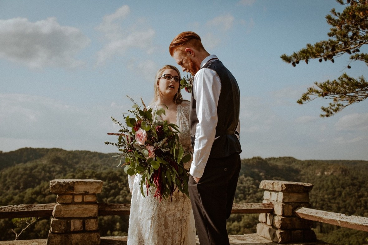 19_WCTM0742ab_Red_Wedding_River_At_Small_Chimney_Top_Gorge_Rock