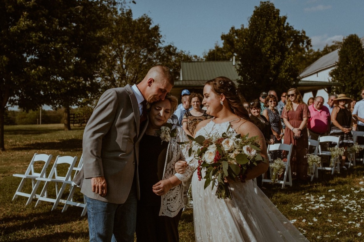20_WCTM1889aa_Rustic_Red_Wedding_Kentucky_Barn_At_Falling_orchard_Shelbyville