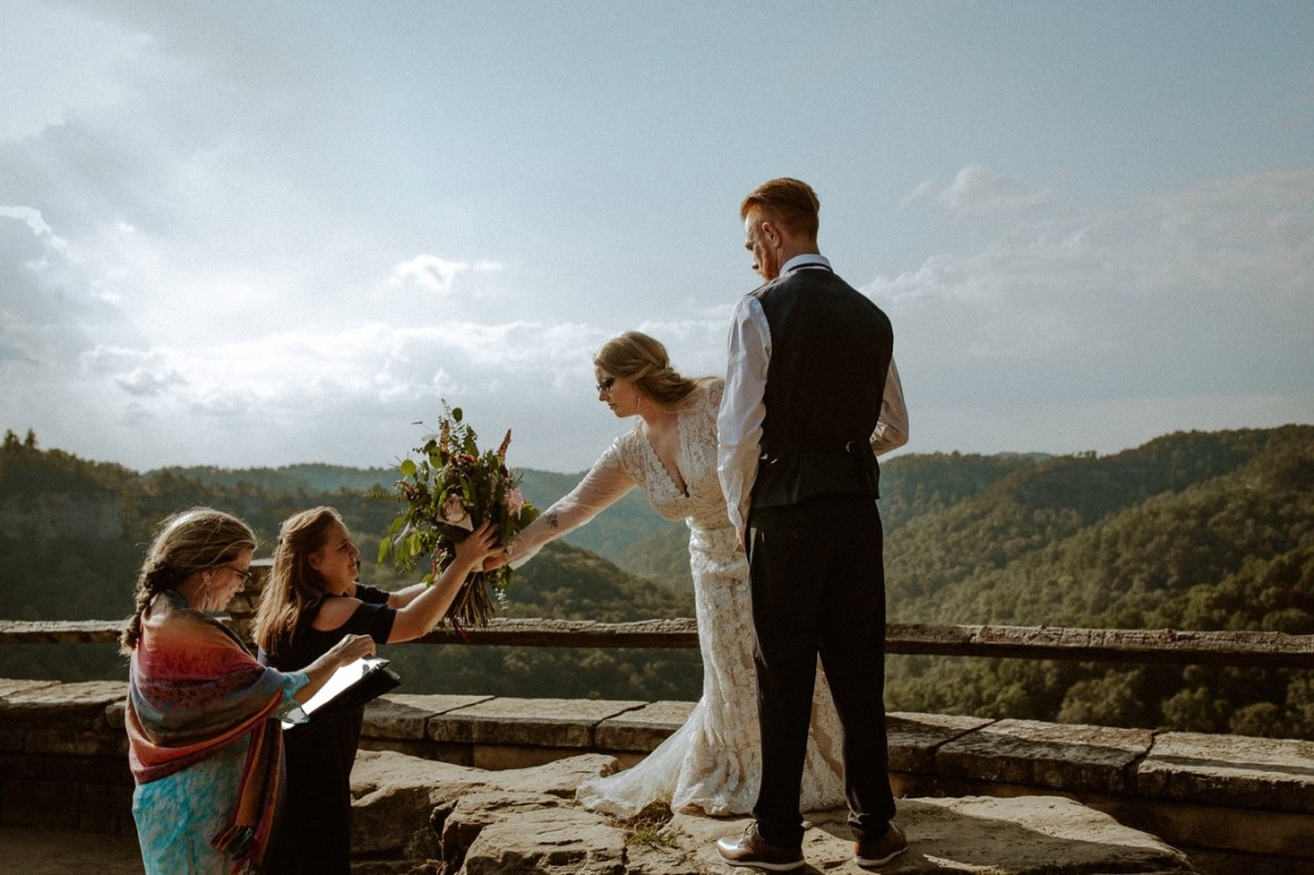 23_WCTM0795ab_Red_Wedding_River_At_Small_Chimney_Top_Gorge_Rock