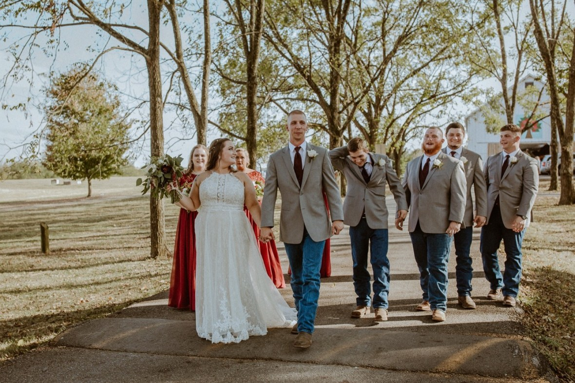 29_WCTM2147aa_Rustic_Red_Wedding_Kentucky_Barn_At_Falling_orchard_Shelbyville