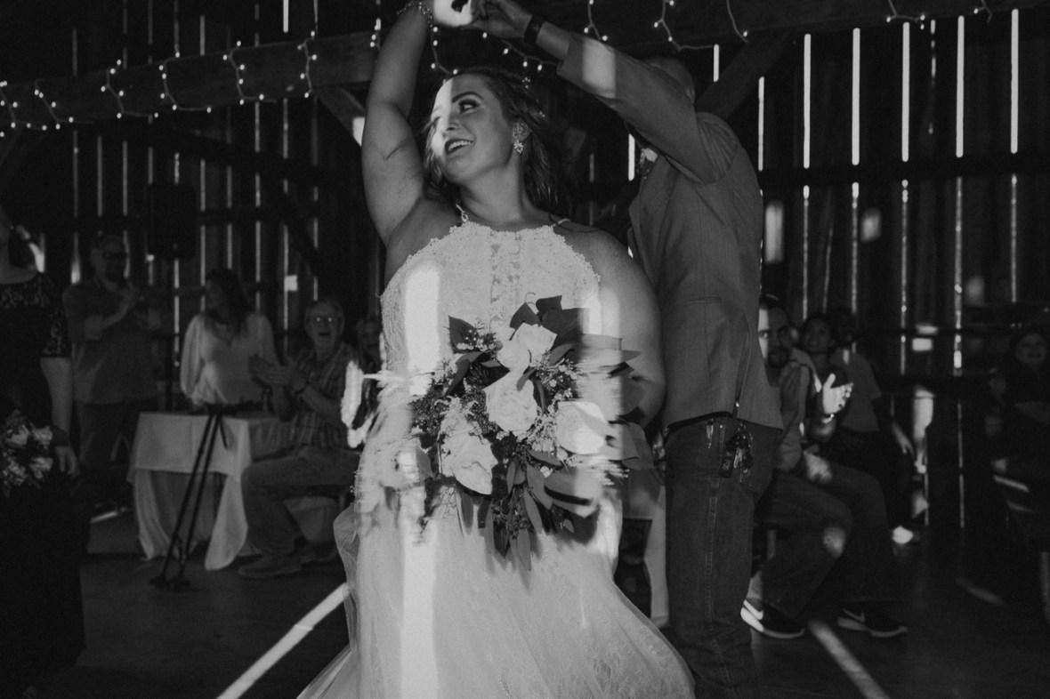 42_WCTM2349abwa_Rustic_Red_Wedding_Kentucky_Barn_At_Falling_orchard_Shelbyville