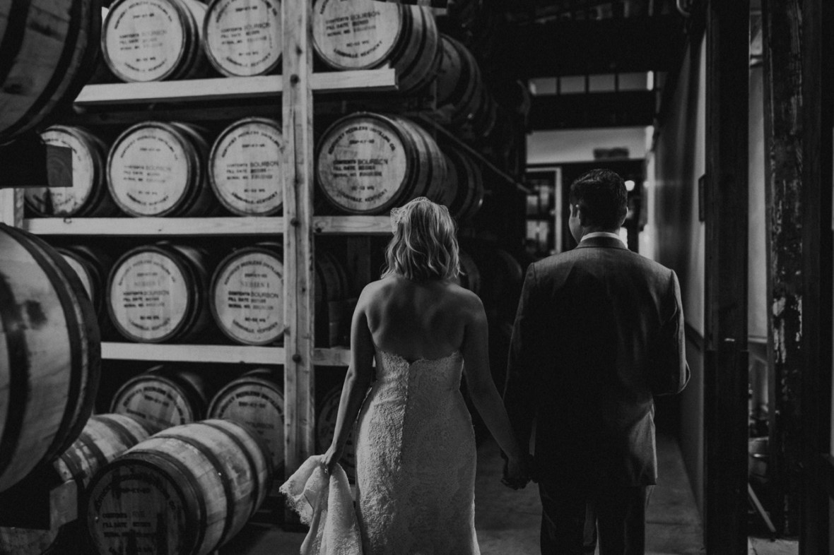 43_WCTM7773abwb_Louisville_Monnik_Kentucky_Wedding_Small_Falling_Urban_Beer