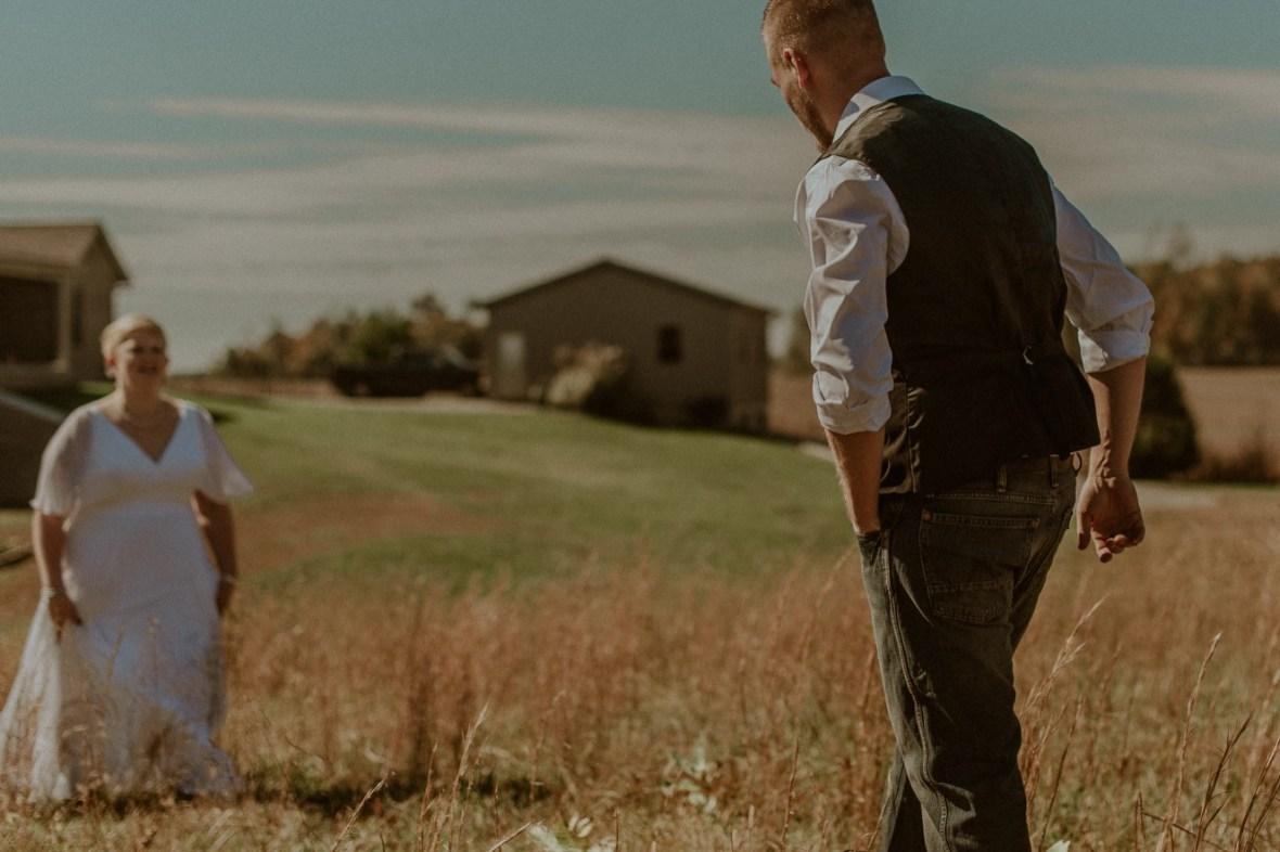 08_DSC_7600ab_Rustic_Indiana_Southern_october_Wedding_Corydon_Falling