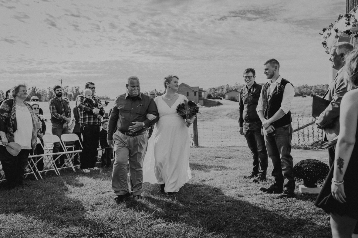 15_WCTM6400abwb_Rustic_Indiana_Southern_october_Wedding_Corydon_Falling
