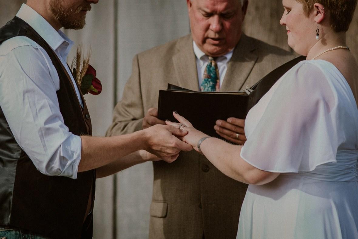 19_WTCM7856ab_Rustic_Indiana_Southern_october_Wedding_Corydon_Falling