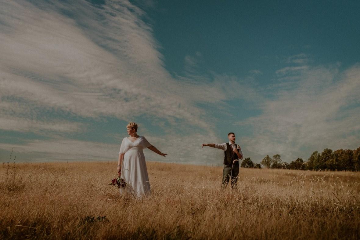 32_WCTM6244ab_Rustic_Indiana_Southern_october_Wedding_Corydon_Falling
