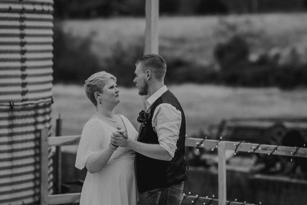 39_WTCM7867abwb_Rustic_Indiana_Southern_october_Wedding_Corydon_Falling