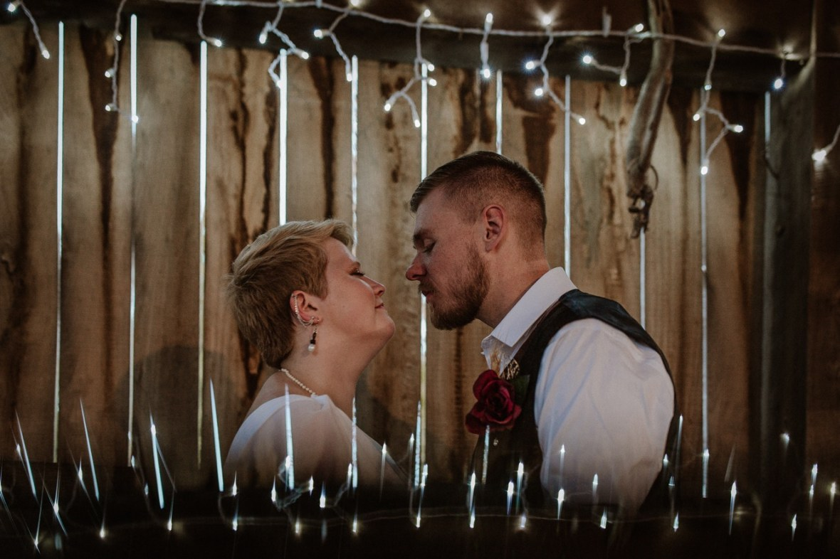 50_WCTM6770ab_Rustic_Indiana_Southern_october_Wedding_Corydon_Falling