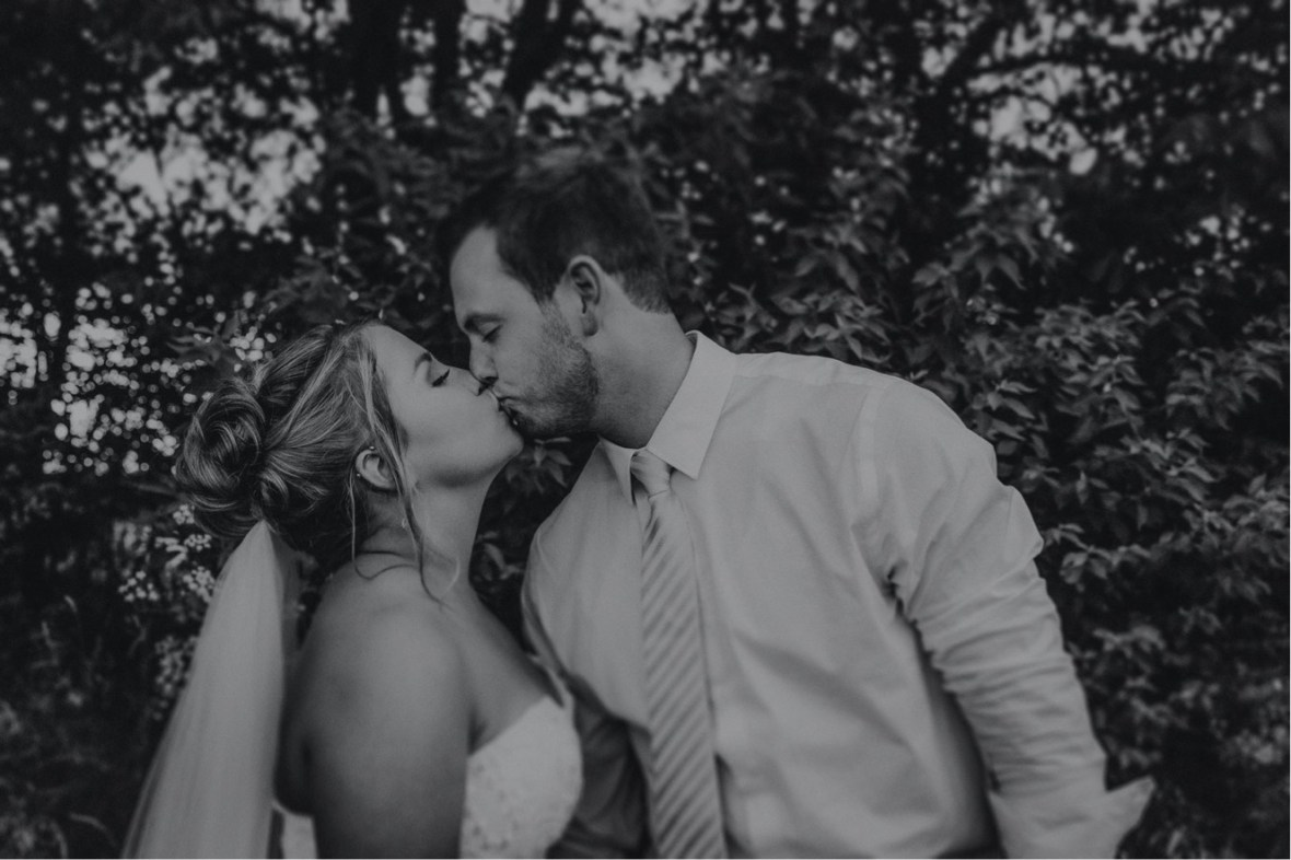 42_WCTM0561-Editabwb_oldham_Rustic_Summer_County_Kentucky_Wedding_Grange_La_Crestwood