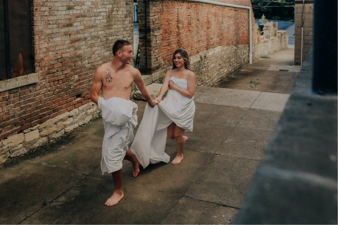 39_WCTM2576ab_Summer_Session_Streets_The_Running_Naked_Half_Couples_Urban