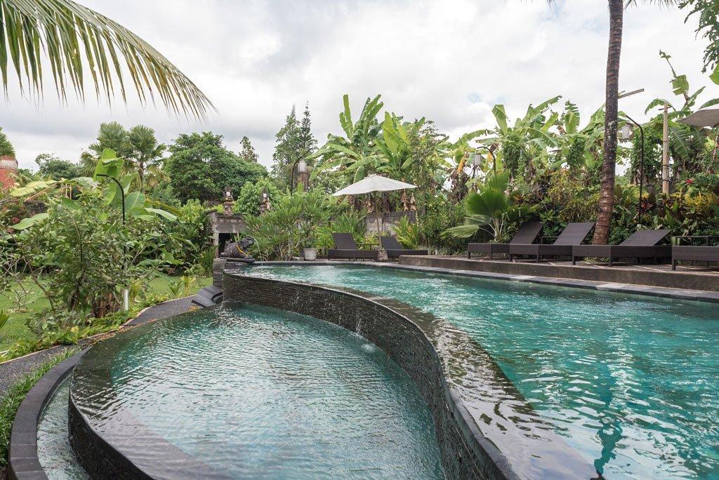 Piscina infinita en Bucu Guest House - Ubud, Bali