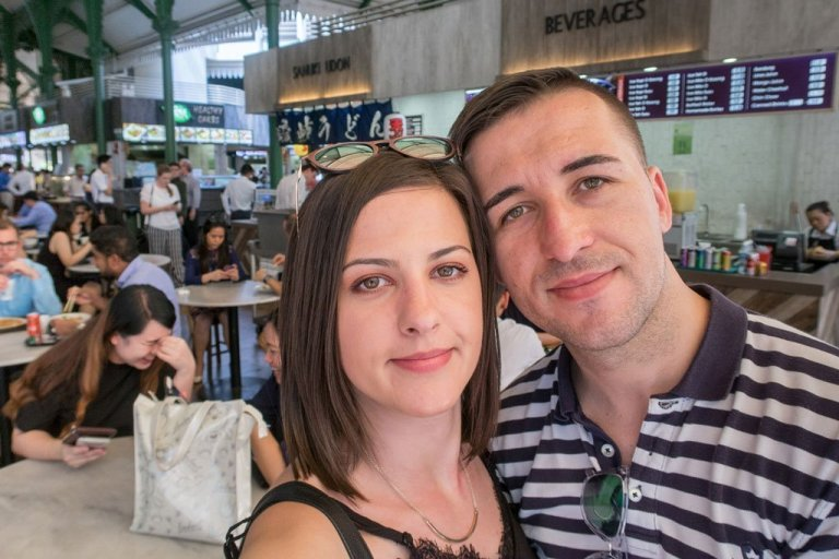 Young travel couple We Collect Postcards at Telok Ayer Hawker Centre - Singapur
