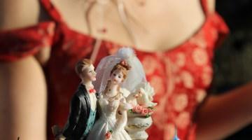 Choosing monogram wedding cake toppers