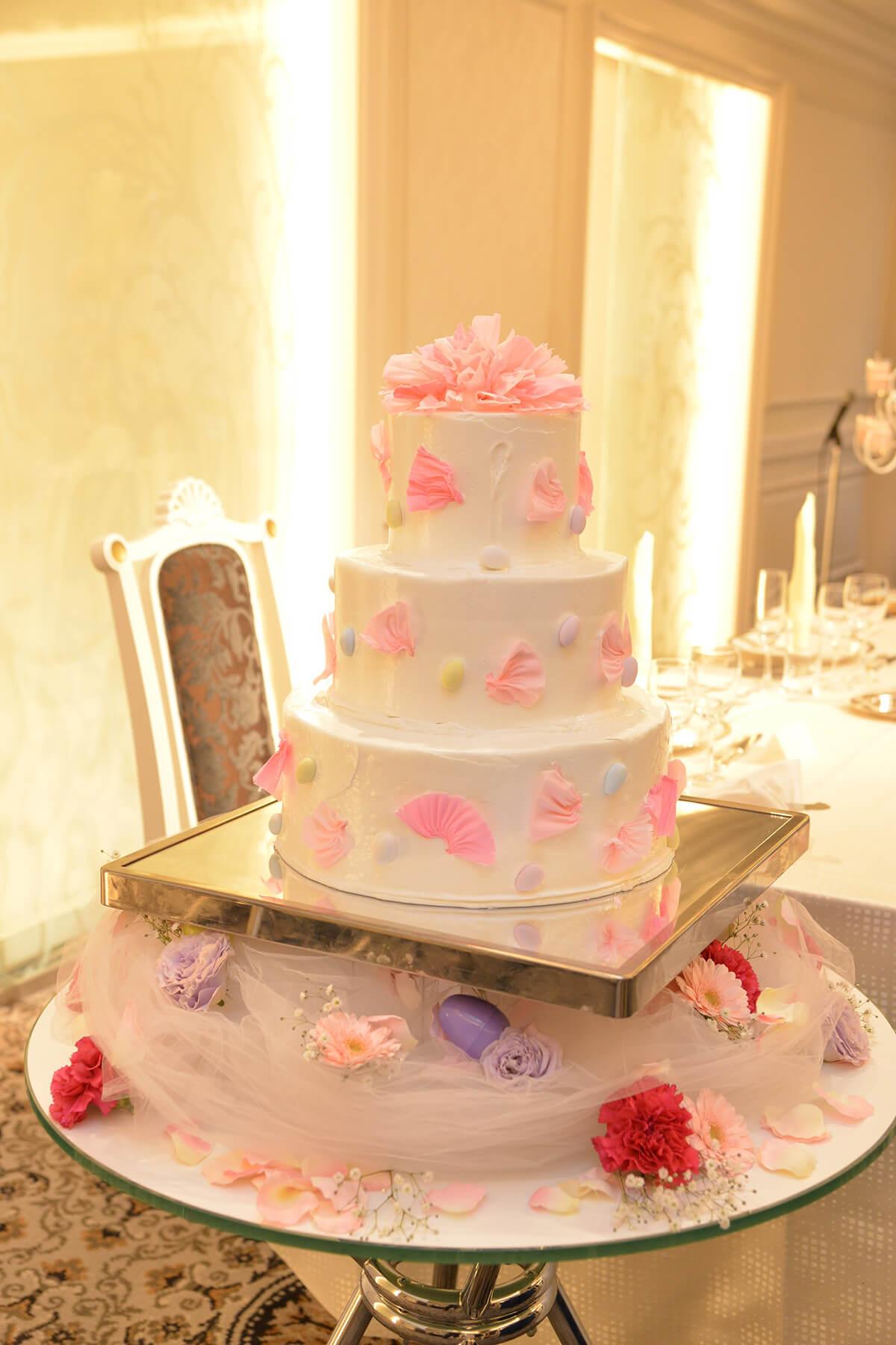 シェラトン・グランデ・トーキョーベイ・ホテルのウェディングケーキ