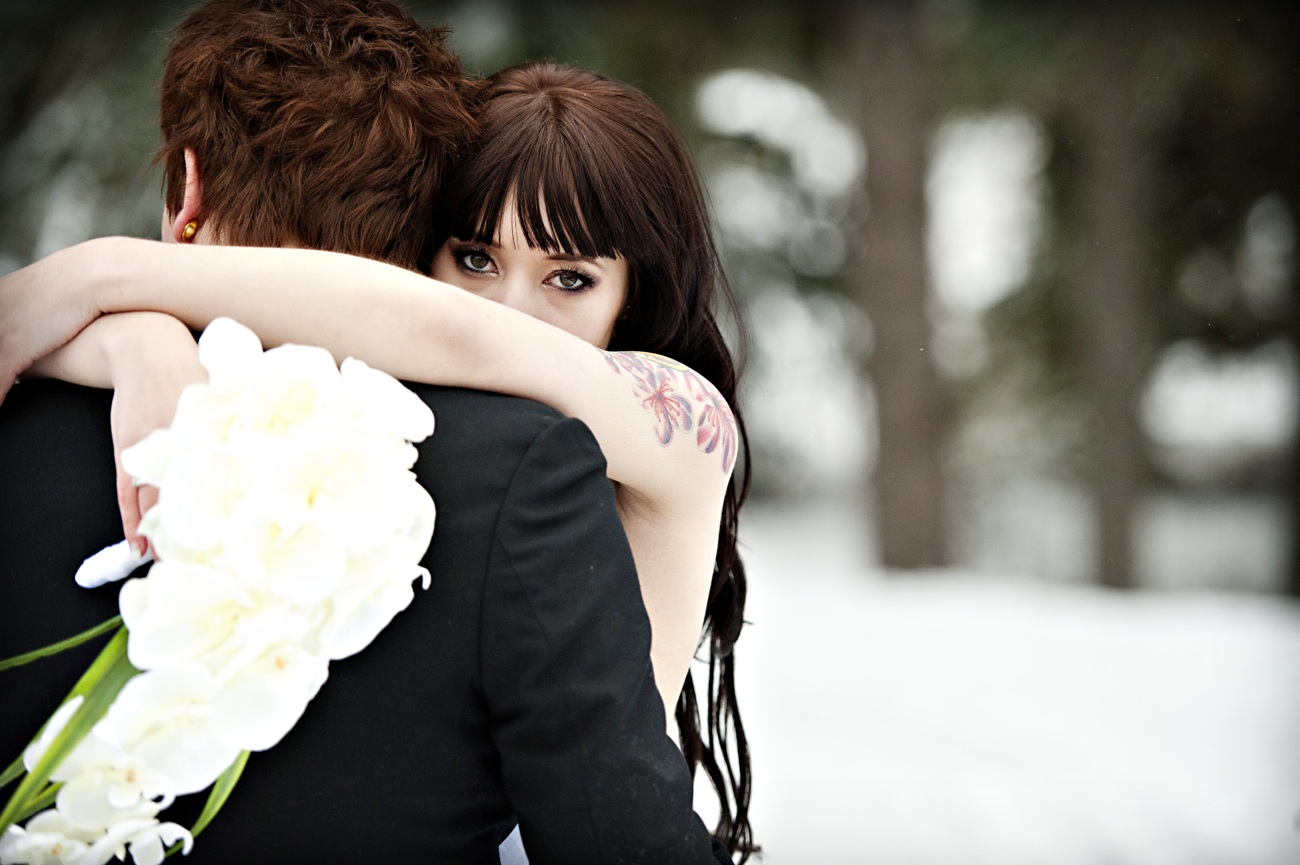https://i2.wp.com/wedding-pictures-01.onewed.com/26675/outdoor-winter-wedding-photography-bride-hugs-groom-orchid-bridal-bouquet.jpg