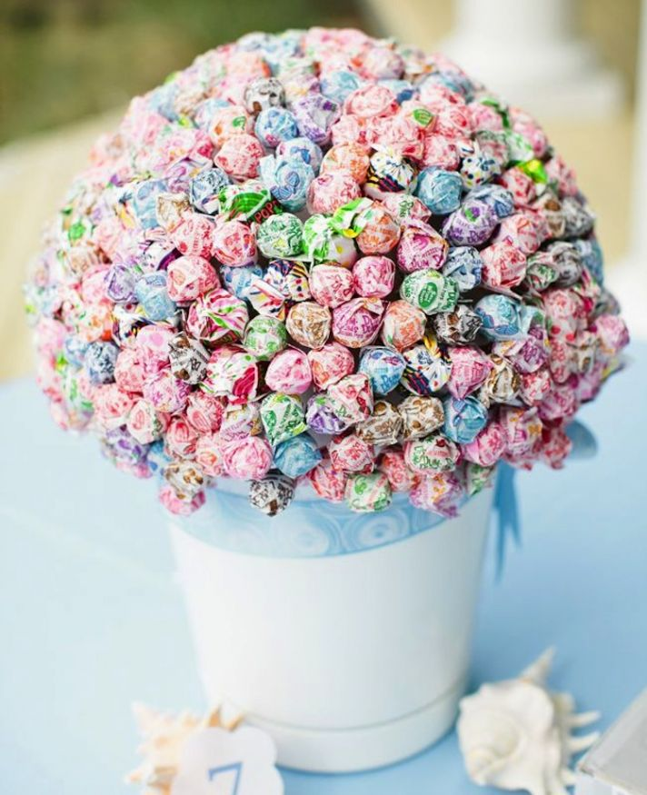 Lollipop wedding centerpiece for kids table