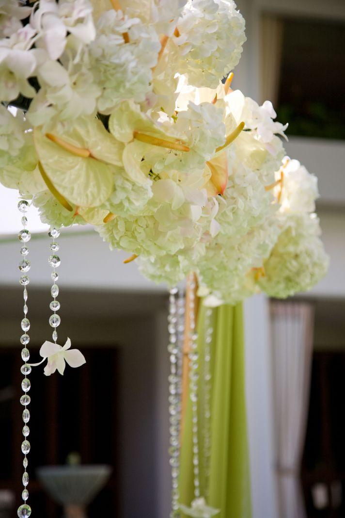 10 White Wedding Flowers We Love