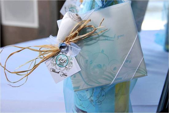 Wedding Guest Favors A Bottle Of Wine Personalized With A