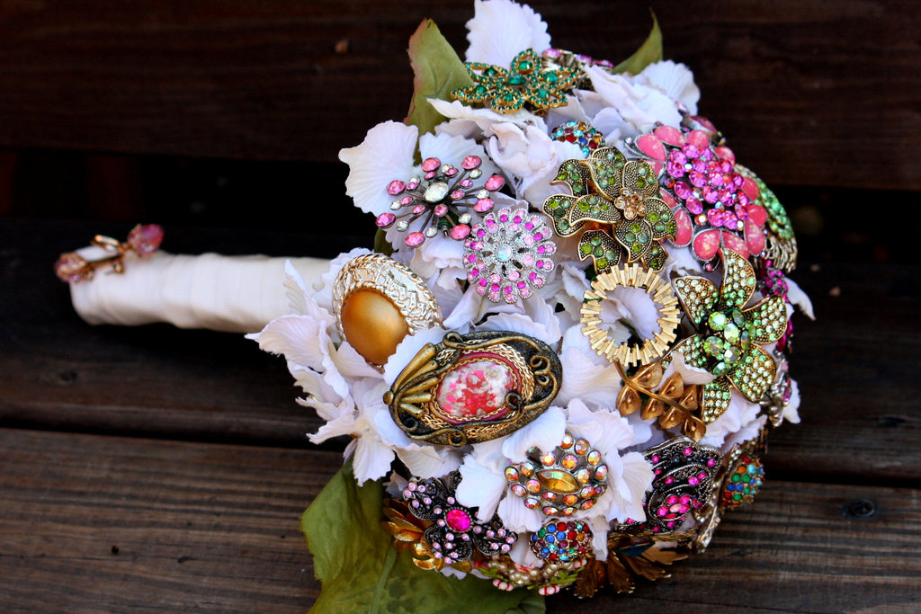 Brooch Bridal Bouquets Vintage Wedding Ideas 1