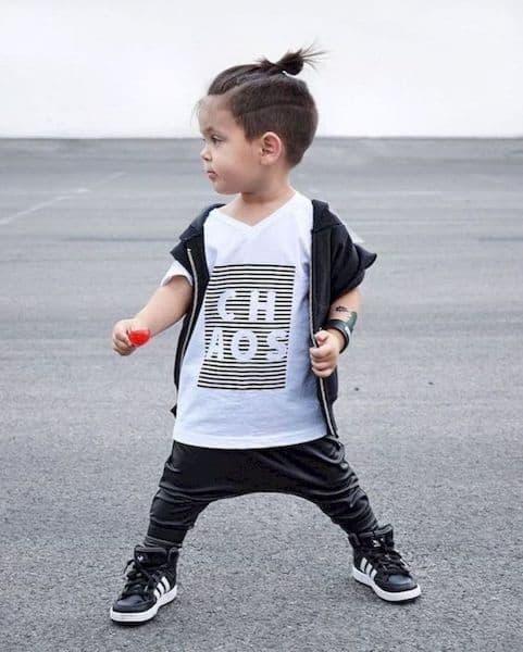 fryzura chłopiec na samuraja