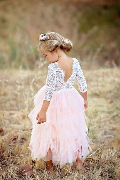 fryzury na wesele dla dziewczynek upięcie kwiaty