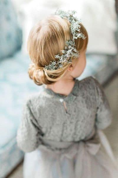 fryzury na wesele dla dziecię upięcie