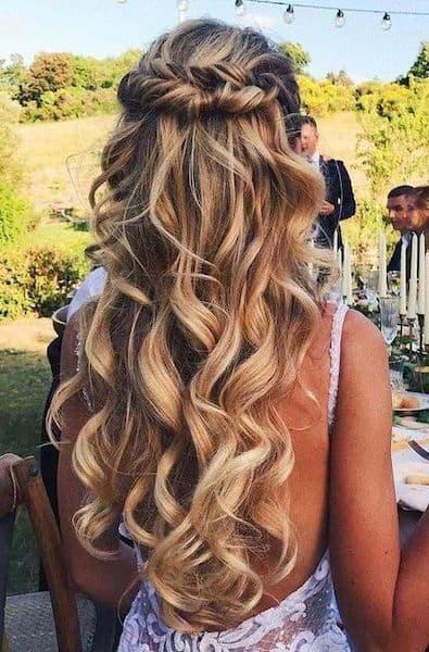 fryzury na wesele delikatne loki boho