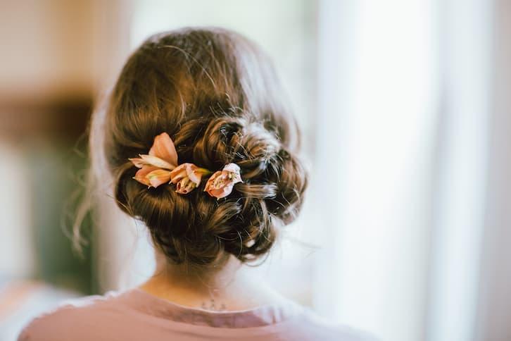fryzura kok kwiaty