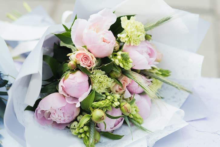 kwiaty na wesele lato piwonie