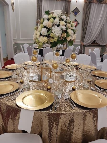 dekoracja sali weselnej złoto brokat