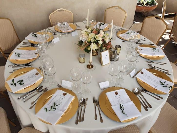 dekoracje stołu weselnego złoto