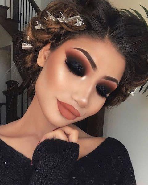makijaż przyjęcie ciemne oczy brunetka