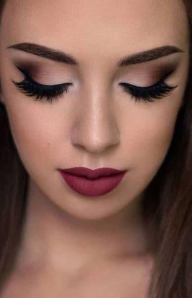 makijaż oczy cienie matowe usta czerwone