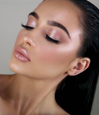 makijaż ślubny rozświetlający perłowy podkład