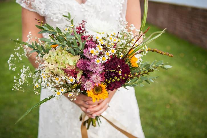 wesele w stylu rustykalnym bukiet ślubny