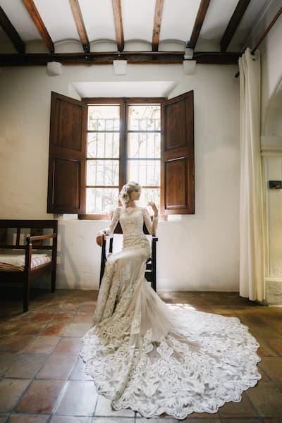 suknia ślubna koronka tren