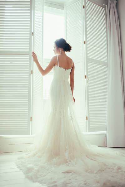panna młoda suknia ślubna tren