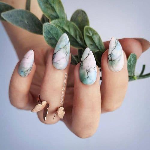 manicure wesele marmurki niebieskie róż