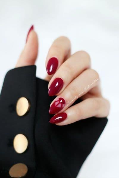 manicure ślubny czerwone burgund