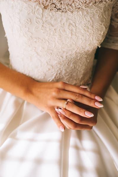 paznokcie ślubne french migdały
