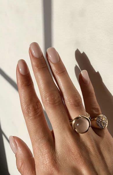 paznokcie na ślub nude kwadratowe