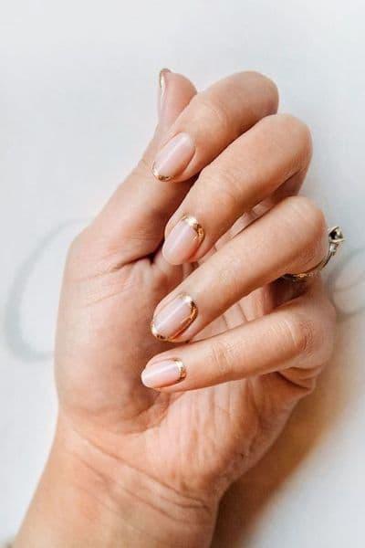 paznokcie ślubne złote french odwrócony