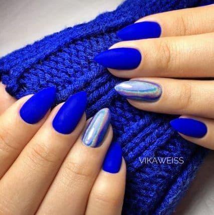 paznokcie ślubne jasna cera niebieskie chabrowe