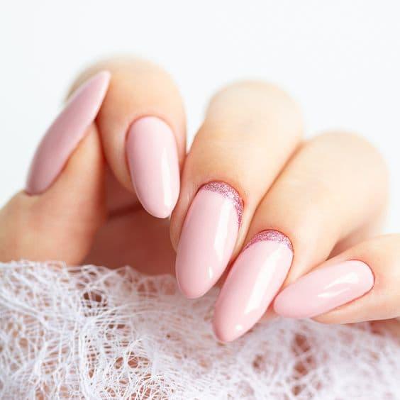 paznokcie ślubne żółta cera różowe