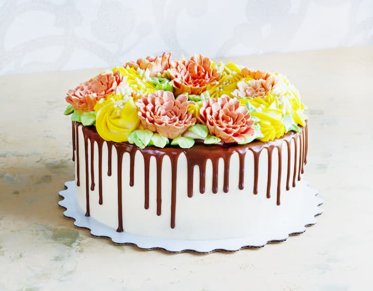 tort ślubny drip cake kwiaty polewa