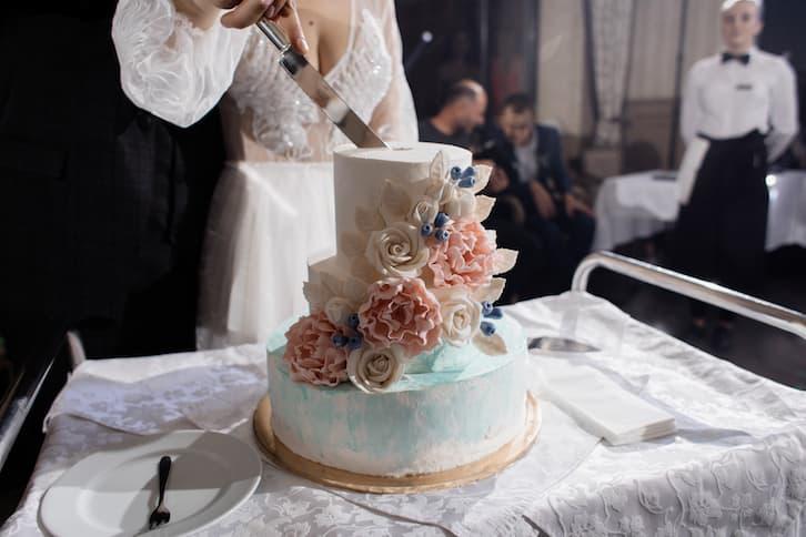 tort wesele malowany kwiaty pastele
