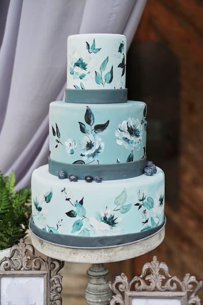 torty weselne malowane kwiaty miętowy
